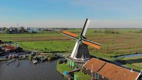 De molen in het satellietbeeld van Nederland door:sturen beweging stock footage