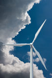 De molen van de wind in de hemel Royalty-vrije Stock Afbeelding