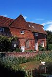 De Molen van Flatford, het Oosten Bergholt, het UK. Stock Foto's