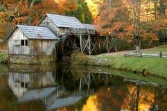 De Molen van Mabry, het Blauwe Brede rijweg met mooi aangelegd landschap van de Rand, Virginia in de Herfst royalty-vrije stock foto