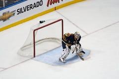 De Molenaar van NHL Goaltender Ryan bewaakt het net stock foto's
