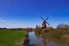 De molens van Frisian van het oosten stock foto
