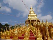 Or de monastère de nuage de ciel de temple de pagoda image libre de droits