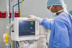 De monitor van het harttarief in het ziekenhuistheater royalty-vrije stock foto's