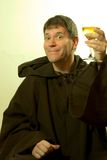 De monnik prijst de Wijn Stock Fotografie