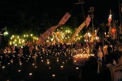 De monniken treffen voor Yee Peng Festival voorbereidingen van Stock Foto
