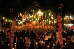 De monniken treffen voor Yee Peng Festival voorbereidingen van Stock Afbeeldingen