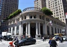 De Montgomery och stolpegatorna Wells Fargo Bank, gör fortfarande historia arkivfoton