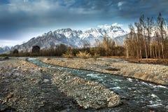 De mooie aard met de Berg van Himalayagebergte Royalty-vrije Stock Afbeelding