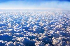de mooie achtergrond van de wolken blauwe hemel Lucht Mening Stock Foto's