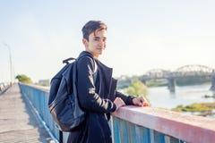 De mooie Aziatische oude student van de jongensschooljongen 15-16 jaar, portret Royalty-vrije Stock Afbeeldingen