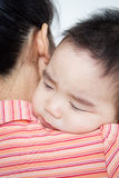 De mooie Aziatische slaap van de babyjongen Stock Foto
