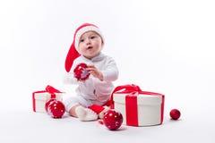 De mooie baby in het Nieuwjaar ` s GLB en wit lichaam zit onder B stock foto