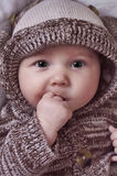 De mooie Baby met dient Mond in Stock Afbeeldingen