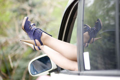 De mooie benen van vrouwen in hoge hielschoenen Royalty-vrije Stock Afbeelding