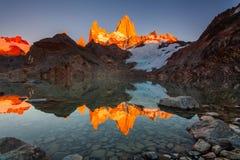 De mooie berg van Fitz Roy van de de herfstmening Patagonië, Argentinië stock foto's