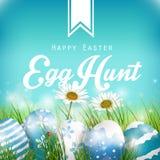De mooie Blauwe Achtergrond van Pasen met bloemen en gekleurde eieren in het gras Royalty-vrije Stock Foto