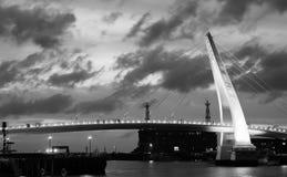 De mooie brug van de staalboog royalty-vrije stock afbeeldingen