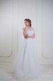 De mooie bruid met het kapsel van het manierhuwelijk en maakt omhoog Royalty-vrije Stock Foto
