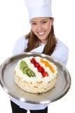 De mooie Cake van de Holding van de Chef-kok Royalty-vrije Stock Foto's