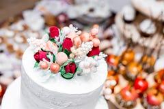 De mooie Cake van het Huwelijk Stock Afbeeldingen