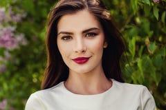 De mooie Close-up van het Gezicht van de Vrouw Het donkere Haired Model van de Lingerie Royalty-vrije Stock Fotografie