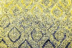 De mooie close-uptexturen vatten tegels samen en kleuren gele gouden oranje blauwe en vrolijke de muurachtergrond en kunst van he stock foto