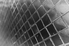 De mooie close-uptexturen vatten van het het glaspatroon van de tegels wit en zilveren kleur de muurachtergrond en kunstbehang sa stock foto's