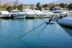 De mooie die jachten van de de zomertijd in Glyfada-haven, Athene, Griekenland worden vastgelegd royalty-vrije stock afbeelding