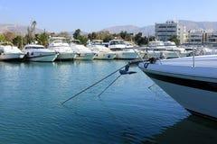 De mooie die jachten van de de zomertijd in Glyfada-haven, Athene, Griekenland worden vastgelegd royalty-vrije stock foto's