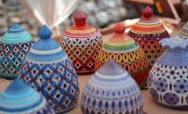 de mooie die Vervaardiging worden geschilderd met handcrafted kleuren in de oosterse markten royalty-vrije illustratie