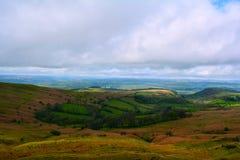 De mooie en kleurrijke heuvels in de Lente, Brecon bebakent Nationaal Park, Wales, het UK royalty-vrije stock foto's