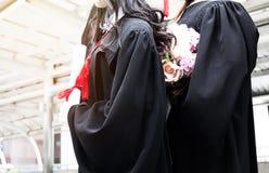 De mooie Gediplomeerde glimlach van de gediplomeerdenvrouw stock afbeeldingen