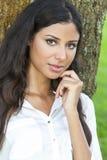De mooie Gelukkige Spaanse Vrouw van Latina Royalty-vrije Stock Foto
