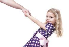 De mooie hand van de meisjeholding van haar geïsoleerde vader Royalty-vrije Stock Foto