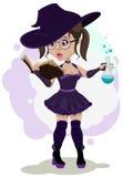 De mooie heks kookt een drankje Stock Afbeeldingen