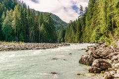 De mooie hoge berg groene rivier in Nairn valt Provinciaal Park Brits Colombia Canada royalty-vrije stock fotografie