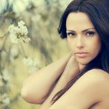 De mooie jonge close-up van het vrouwengezicht - perfecte huid royalty-vrije stock foto