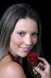 De mooie jonge vrouw met rood nam toe Stock Afbeeldingen