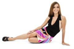 De mooie Jonge Zitting van de Vrouw op Vloer Royalty-vrije Stock Foto's