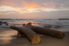 De mooie kleuren van de zonsopgang over het overzees Stock Foto's