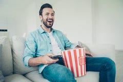 De mooie knappe blije vrolijke positieve optimistische baard van Nice royalty-vrije stock foto's