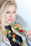 De mooie koele in halsband van het blondemeisje eith Stock Fotografie