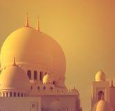 De mooie Koepels van de grootste moskee van de V.A.E, SJEIK ZAYED GRAND MOSQUE bepaalden van in ABU DHABI de plaats Royalty-vrije Stock Afbeeldingen