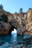 De mooie lagune cobvered met overzeese baaien dichtbij de historische en archeologische advertentie Cragum Gazipasha Turkije van  royalty-vrije stock afbeelding