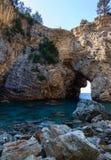 De mooie lagune cobvered met overzeese baaien dichtbij de historische en archeologische advertentie Cragum Gazipasha Turkije van  royalty-vrije stock afbeeldingen