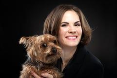 De mooie Leuke Hond van de Meisjesholding Royalty-vrije Stock Afbeelding