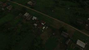 De mooie luchtmening van het dorpslandschap stock footage