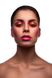 De mooie mannequin met roze lippen en bloost en glanzende eyel stock afbeeldingen