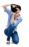 De mooie meisje-fotograaf neemt beelden royalty-vrije stock afbeeldingen